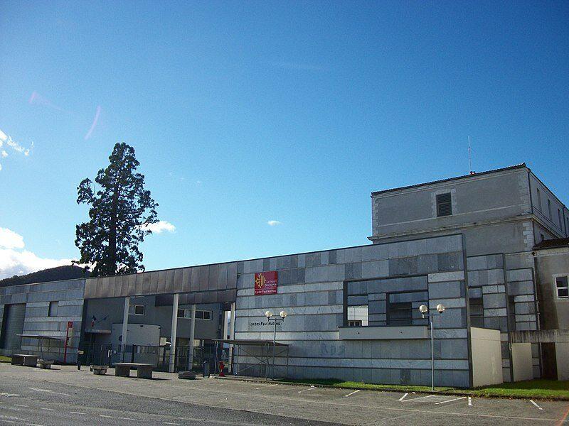 lycéee façade1.jpg